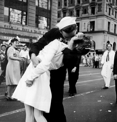 http://www.drbicuspid.com/user/images/content_images/nws_rad/2012_12_17_12_35_15_11_2012_12_26_Kissing_the_War_Goodbye.jpg