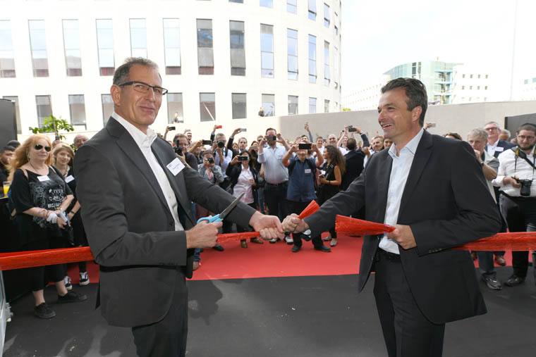 XJet CEO Hanan Gothait (left) and Straumann Vice President Stephan Oehler (right) cut the ribbon at the grand opening of XJet
